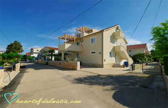 Apartment Jersani Bay 5+1 in Murter