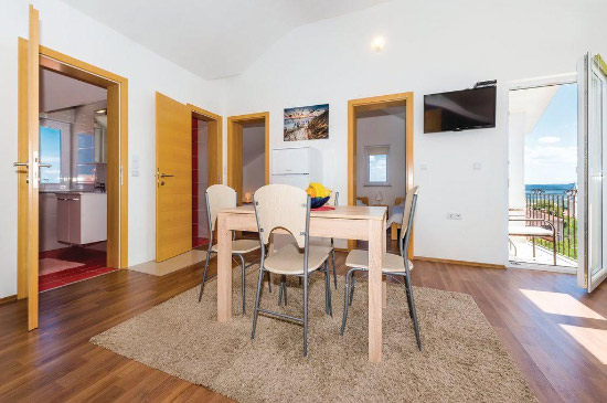 Apartment Nerezine 4+1 in Murter